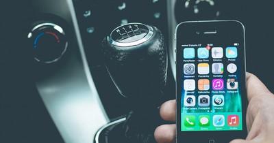 Handy im Auto: Das ist verboten, das ist erlaubt!