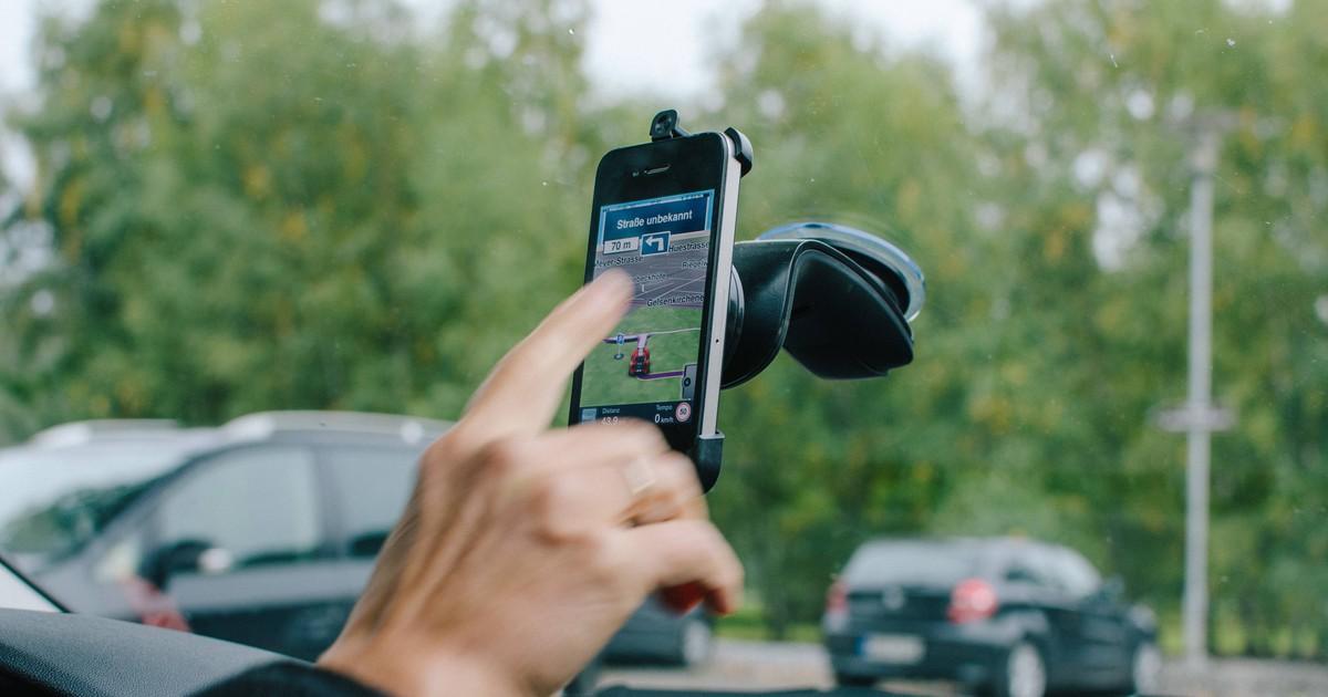 Handy im Auto: Was ist erlaubt und was nicht?