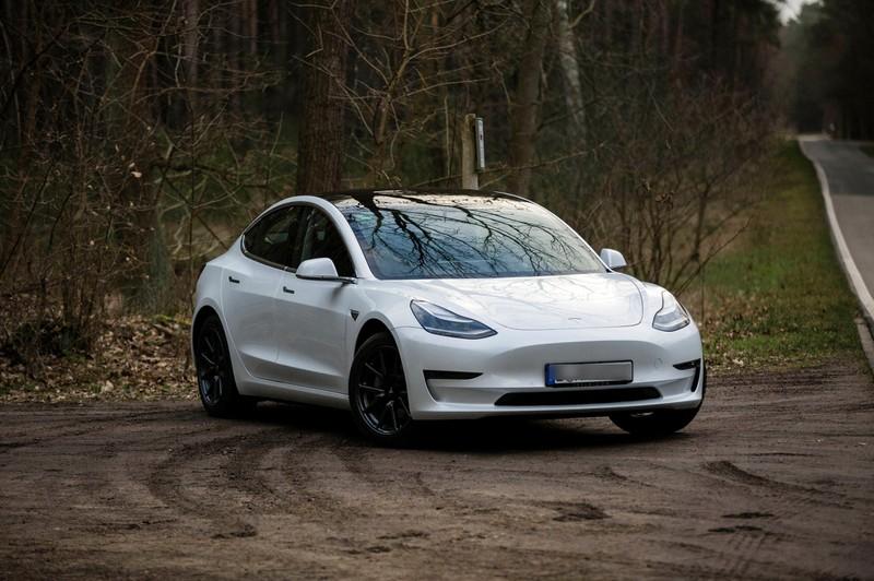 Elon Musk macht mit seinen Teslas an einem Auto momentan nichts. Er muss noch draufzahlen.