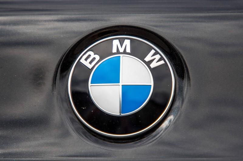 Viele autobegeisterte Menschen interessieren sich dafür, wie viel große Automarken an einem Auto verdienen.