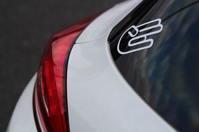 Folgende Hinweise solltest du bei Autoaufklebern beachten