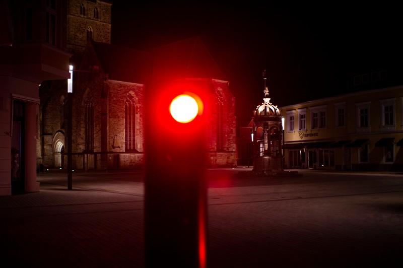 Auch das Überfahren einer roten Ampel ist im Bußgeldkatalog geregelt