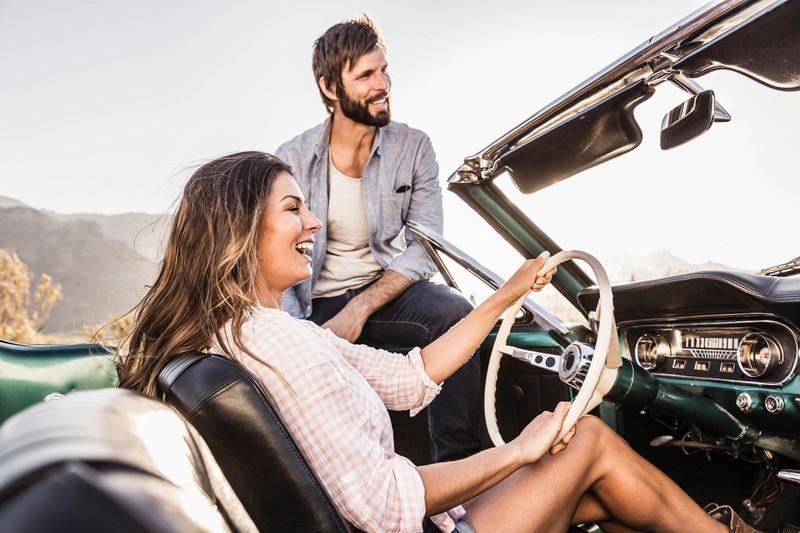 Frauen bauen deutlich weniger Unfälle und sind dadurch die besseren Autofahrer.