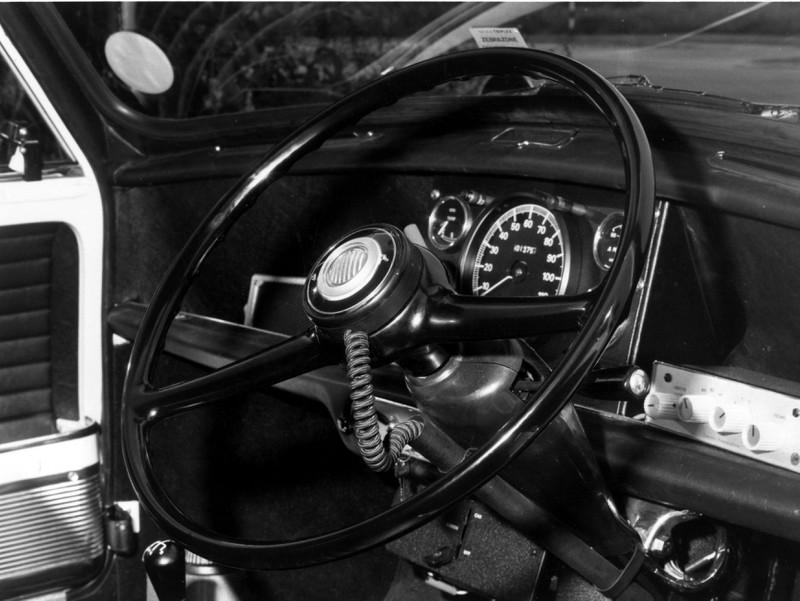 Seit 1930 gibt es das kommerzielle Autoradio.