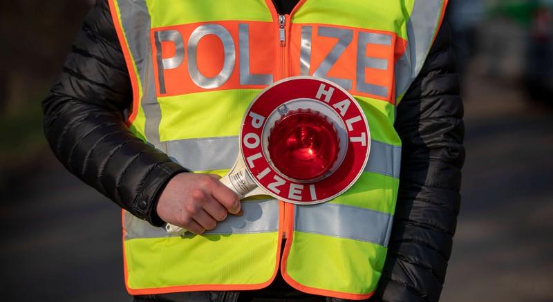Wer von der Polizei zur Verkehrskontrolle angehalten wird, sollte seine Rechte und Pflichten kennen.