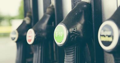 Sieben Tipps, um beim Tanken bares Geld zu sparen