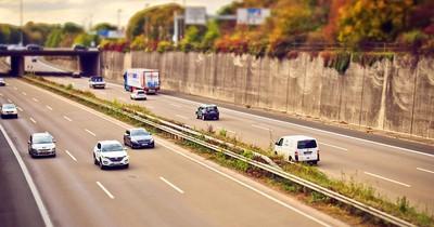 Drängler auf der Autobahn: Wie man sich richtig verhält