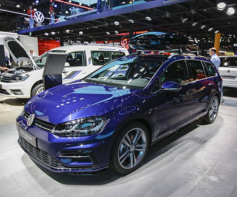 Das deutsche Auto der VW Golf R überzeugt durch sein geschmeidiges Design und seine lange Lebensdauer.