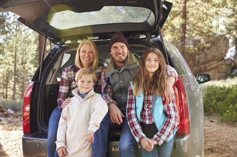 Wenn Kinder im Auto mitfahren, sollten einige grundsätzlichen Regeln gelten.