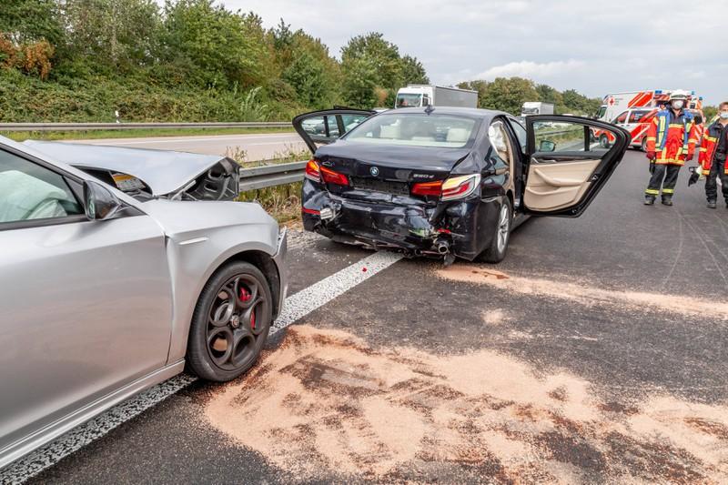 Wenn es zu einem Stau aufgrund eines Unfalls kommt, sollte man nicht gaffen.