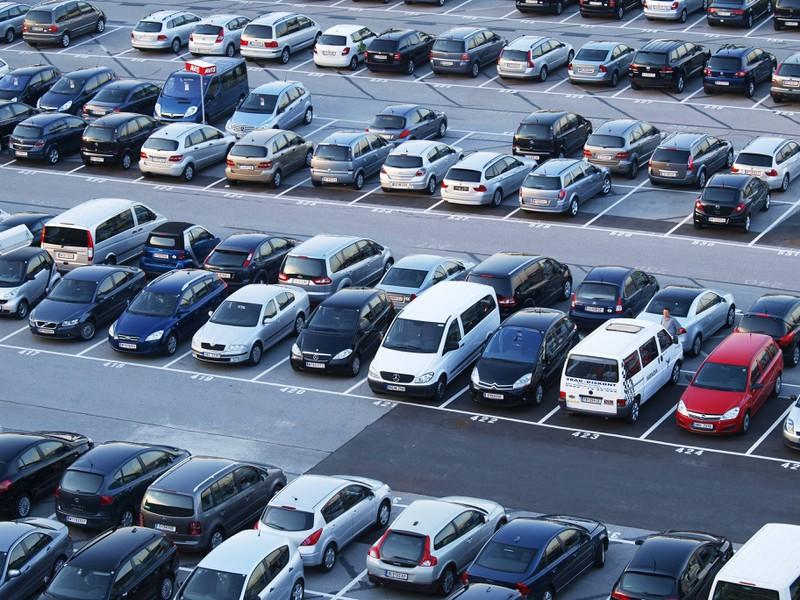 Ob Fußgänger Parklücken reservieren dürfen ist der nächste Mythos