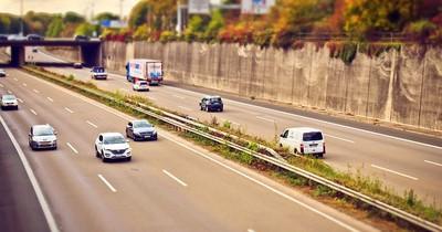 Neues Gesetz: Bald dürfen E-Autos schneller über die Autobahn fahren