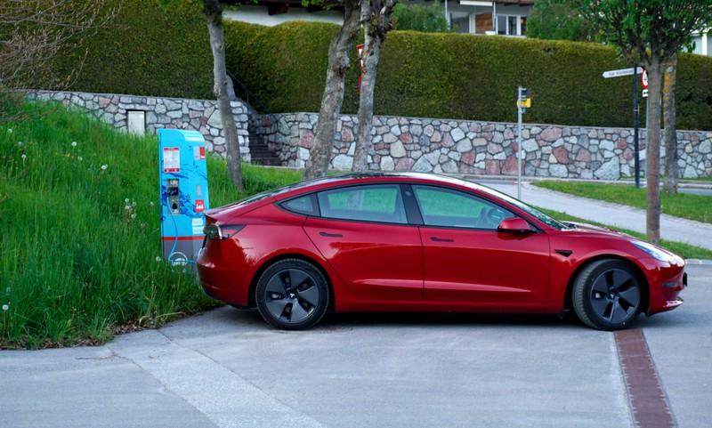 Der Tesla Model 3 ist ein beliebtes Auto in Deutschland