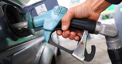 Steigen die Preise an Tankstellen deshalb plötzlich an?