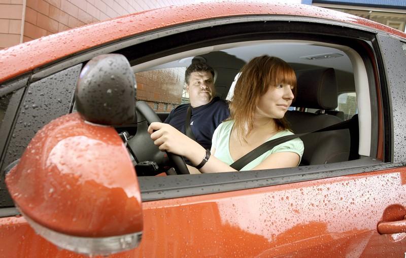 Vergisst du manchmal den Schulterblick beim Autofahren?