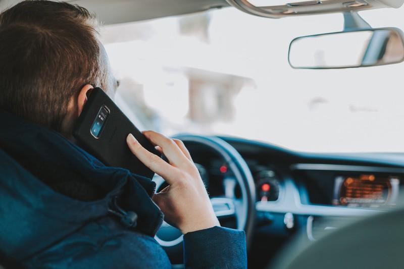 Das Telefonieren an der Tankstelle ist aus guten Gründen verboten