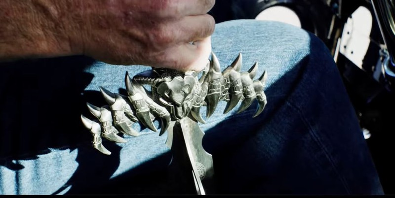 In Thor wurden etliche Gimmicks und teure Teile eingebaut, unter anderem auch ein Schwert als Schalthebel