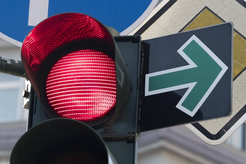 Bei einem Grünpfeil stellt sich für viele die Frage, ob man an der Kreuzung direkt abbiegen darf oder nicht