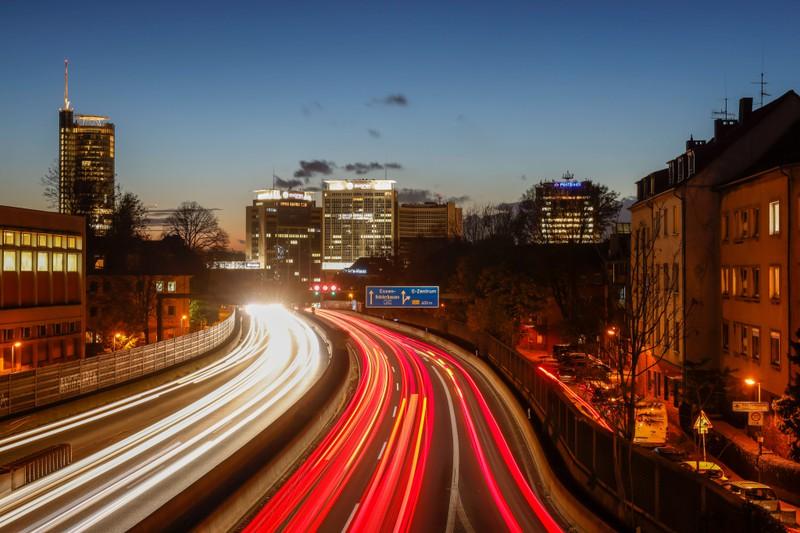 Der Mythos mit der Geschwindigkeit auf der Autobahn hält sich seit Jahren.