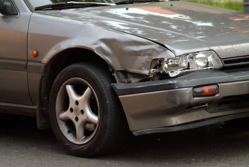 Ein Blechschaden am Auto ist für den Besitzer zum Haare raufen.