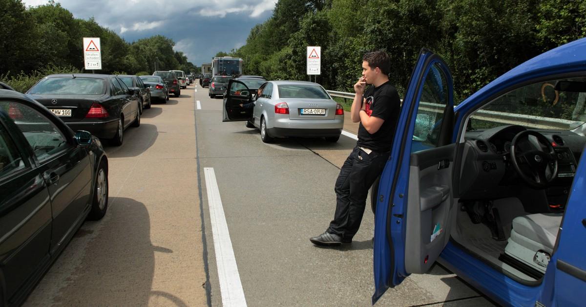 Was ist beim Autofahren verboten? 5 Dinge, bei denen sich viele irren