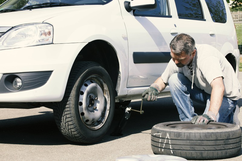 Im Winter ist ein Reifenwechsel von Sommer- auf Winterreifen unbedingt notwendig