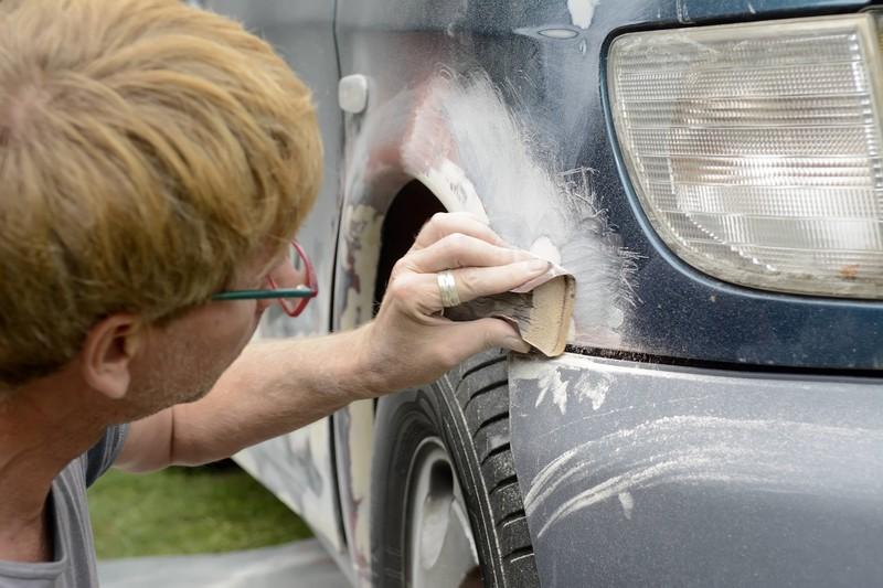 Hartnäckigen Auto-Rost zu entfernen ist gar nicht mal so leicht.