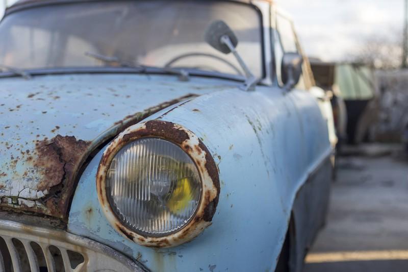 Rost solltest du an deinem Auto möglichst schnell entfernen.