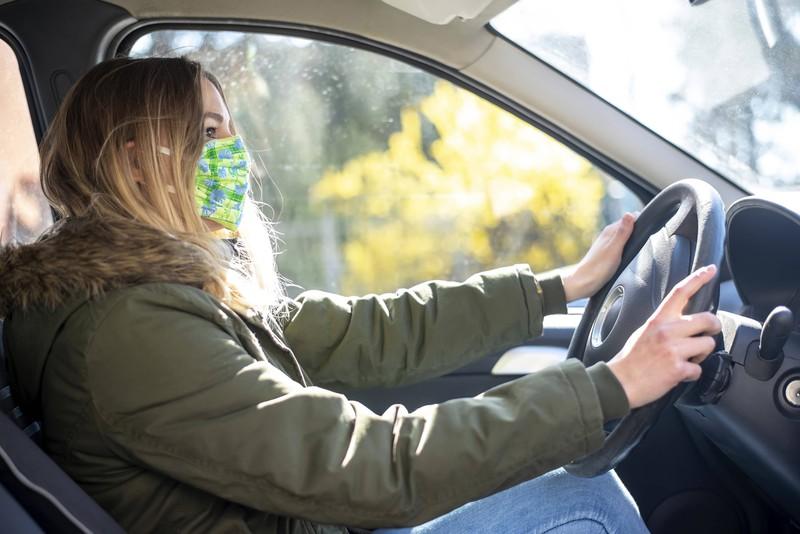 In der Corona-Zeit möchte man auch in seinem Auto einen Mundschutz tragen