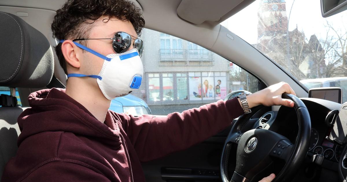 Darf ich im Auto einen Mundschutz tragen?