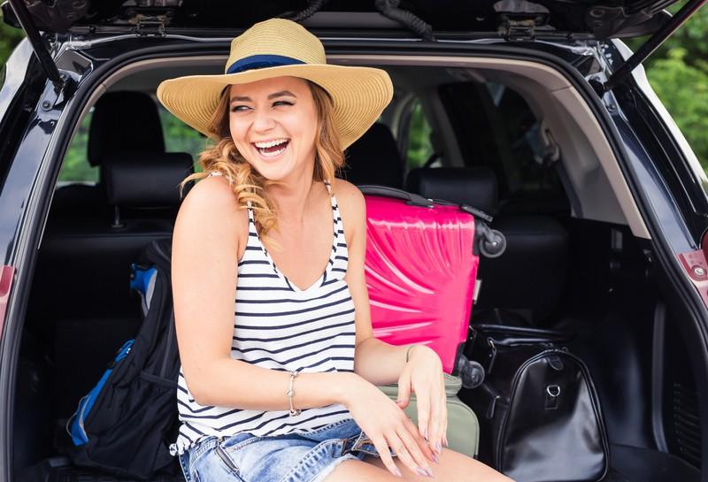 Die falsche Kleidung macht im Sommer im Auto auch einen großen Unterschied.
