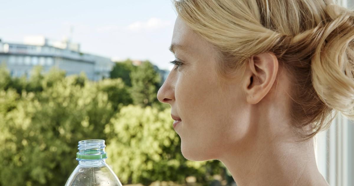 Warum du im Sommer keine Plastikflasche im Auto liegen lassen solltest