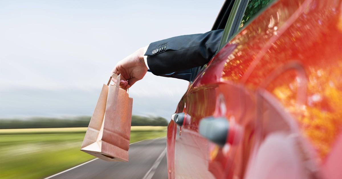 Müll aus dem Auto werfen: Welche Strafen drohen?