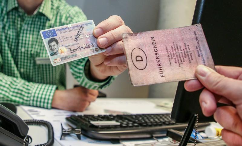 Für den Führerscheintausch braucht man unter anderem seinen Personalausweis.