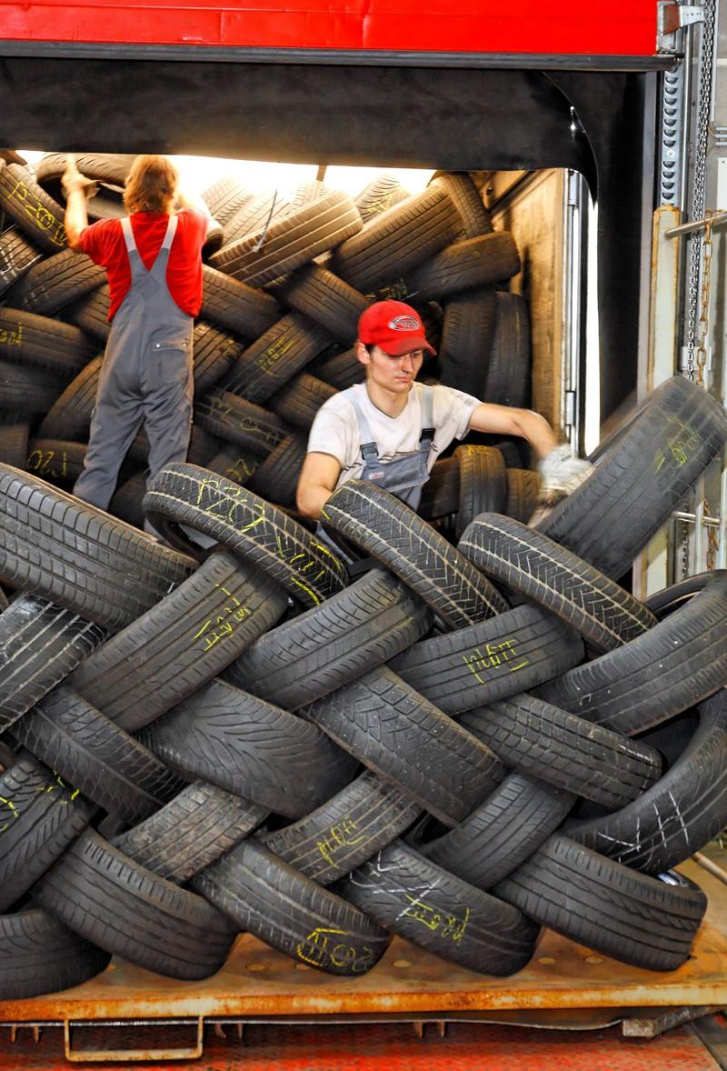 Altreifen auf einem Recyclinghof.