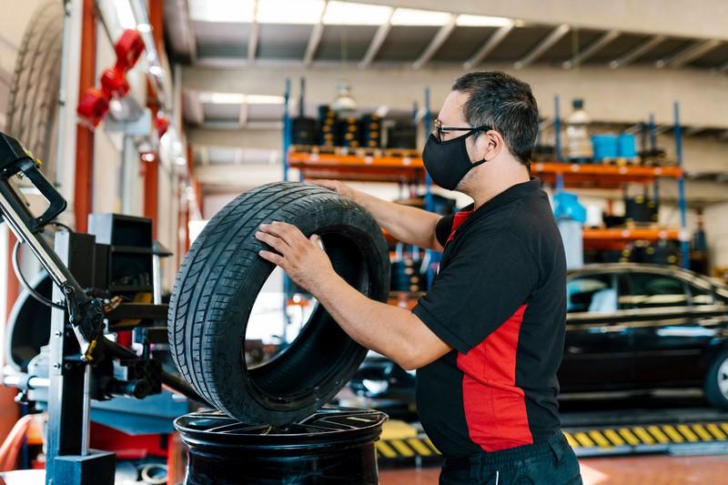 Die Autowerkstatt nimmt die Reifen ebenfalls an.