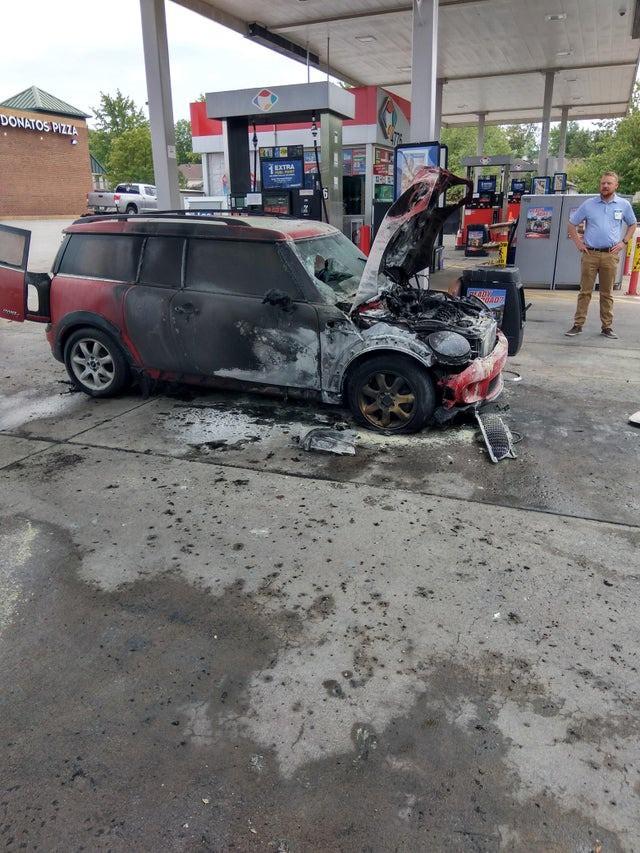 Dieses Auto ging in Flammen auf