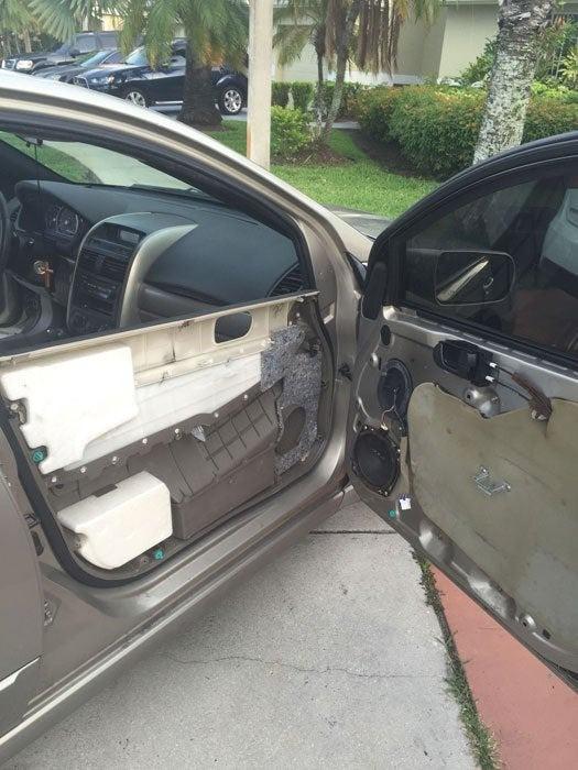 Ihr Innenleben offenbart plötzlich dieses Autotür