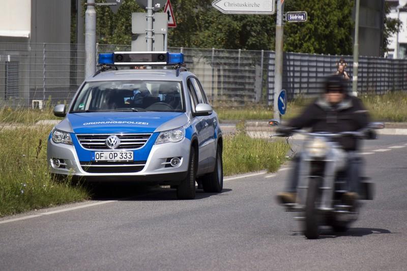 Symbolbild: Im württembergischen Ellwangen wurde ein Raser von der Polizei gestoppt, der statt mit den erlaubten 100 km/h mit satten 217 km/h gemessen wurde.