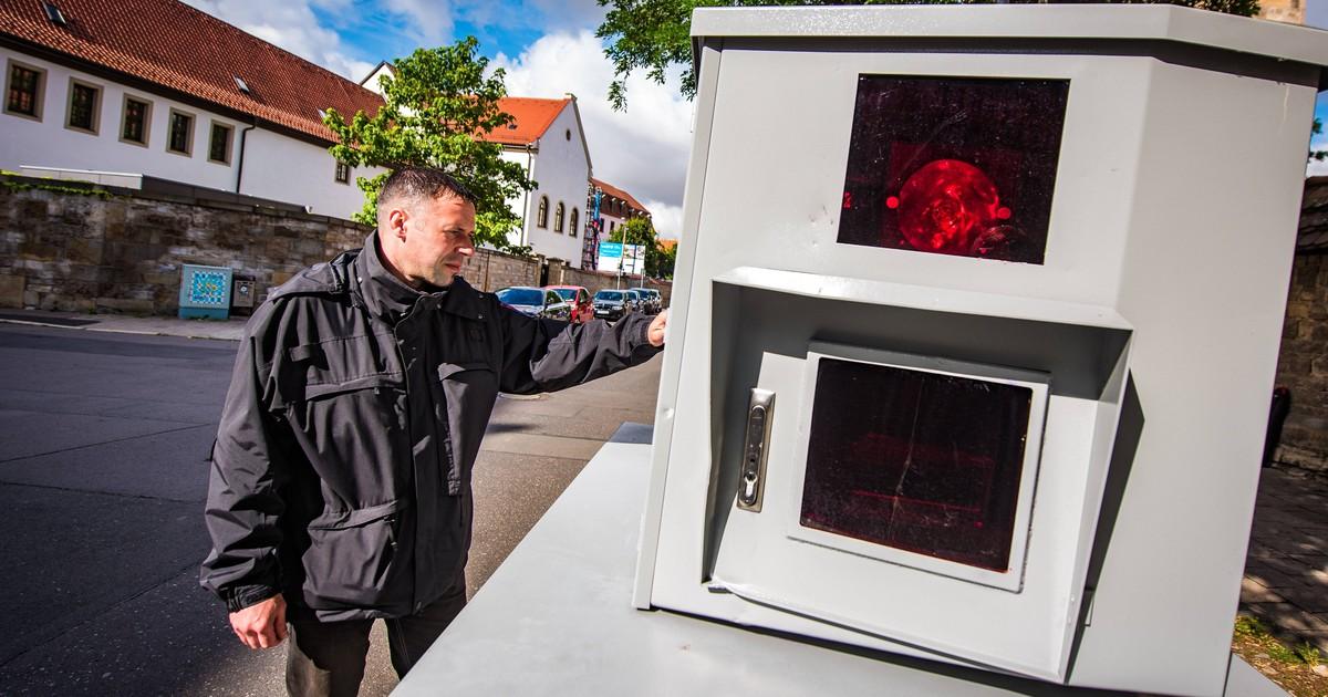 Neuartiger Blitzer erkennt Handy am Steuer