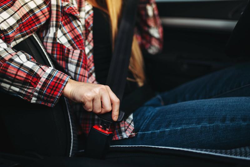 Der Gurt im Auto dient zur Sicherheit und ist hier des Rätsels Lösung
