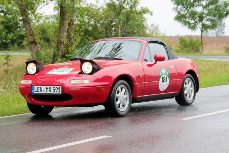 Ein weiteres Cabriolet in rot, das als Klassiker gilt